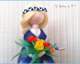 Decorative waldorf doll in felted wool and its bouquet of flowers