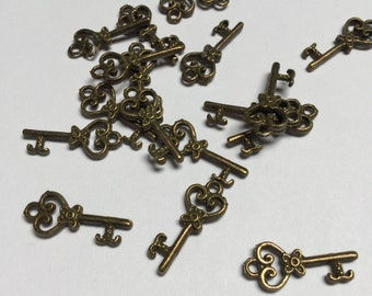 Antique Brass Key Charms - 20 Pieces - #409