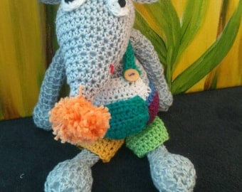 Crochet mouse with bib