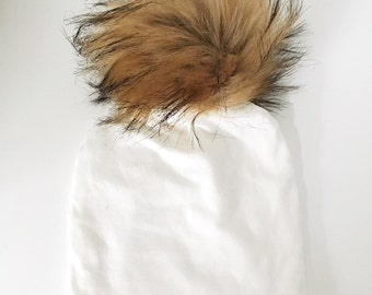 Scalable Tuque to removable faux fur - white Pompom