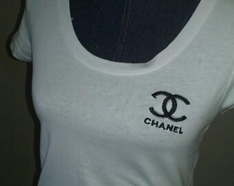 Chanel white round Tshirt w/ black