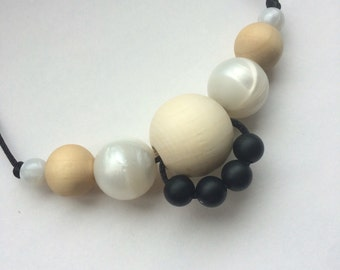 Silicone and maple wood teething necklace: Broderie Oyster