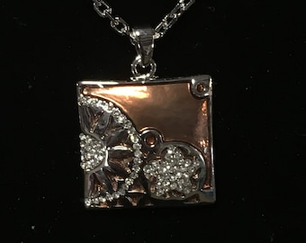 Beautiful Necklace with Swarovski crystal accents