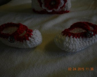 New born hat and shoe set