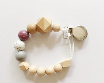Dots > hand-painted Soother chain with geometric wooden beads - natural sounds