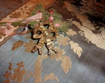 A beautiful old nail wrap bronze, Ribbon, bow, louisXVI,