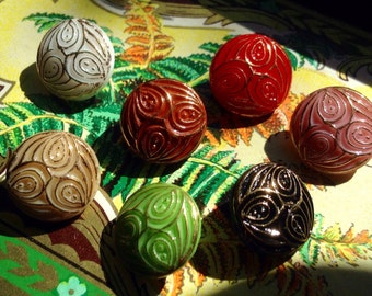 7 little collector glassbuttons - vintage buttons - golden handpainted in Germany in the fifties