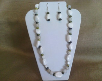267 Modern White Mountain China Jade and Serpentine Beaded Necklace