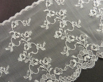 2m old white stretch lace 14 cm wide