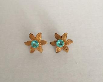 Sale; Vintage Screw Back Earrings; Unique Flower Design