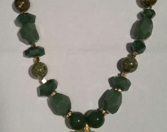 Jade Natural Stone Beaded Necklace with Pendant