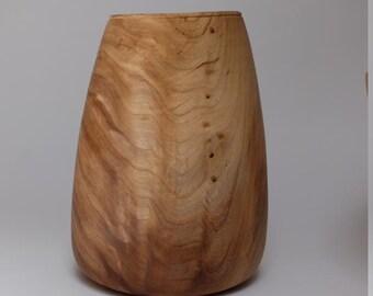 Hand turned vase from Ulme\Rüster