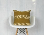 Mustard Mudcloth Pillow Cover with White Arrows / Saffron Golden African Bogolanfini Mud Cloth Textile Geometric Woven Cotton Natural Dye