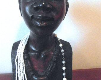 Halskette mit Kunst-/Keramikperlen
