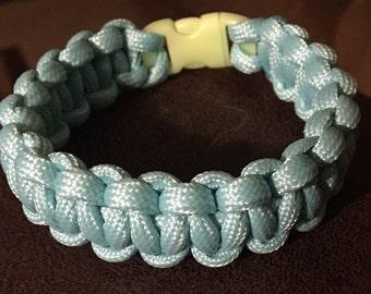 Blue glow in the dark paracord bracelet