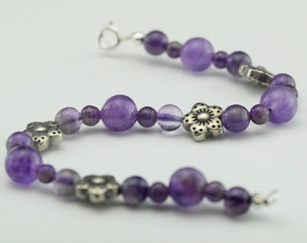 Beads of amethyst and silver bracelet