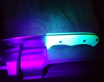 Bushcraft camp knife glow in the dark