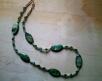 PeridotAB LtJade GreenShell necklace