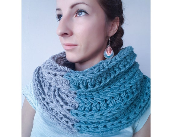 Blue and Gray Modern Chunky Knit Infinity Scarf,  Woolen Knitted Scarf, Scarf Cowl, Infinity Scarf, Woollen Scarf, Christmas Gift for Her
