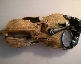 Hand-made hand-made violin sculpture