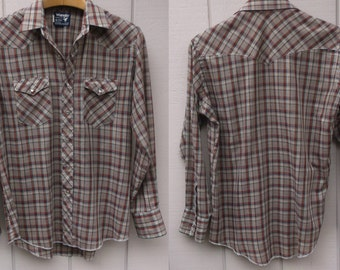 Vintage Plaid Wrangler Cowboy Cut Long Sleeve Mens Shirt with pearl snaps / 70s western // Sz Lge - 17 x 35