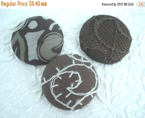 CLEARANCE 3 brown buttons,  fabric buttons, covered buttons, textured buttons, 1.5 inch button, size 60 buttons