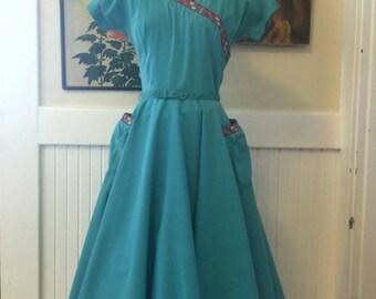 On sale 1950s dress Gay Gibson dress seing dress full skirt dress rockabilly dress size medium vintage dress