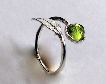 Twig ring, leaf ring, peridot ring, silver ring, gemstone ring, branch ring, nature ring, dainty ring, toe ring - Gone with the wind R2062-2