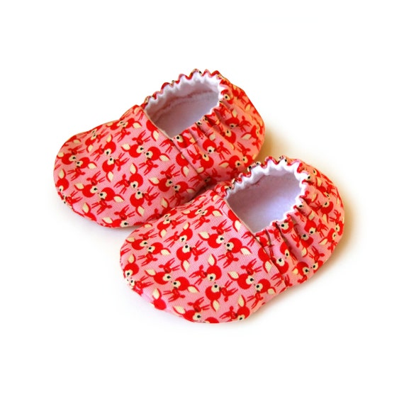 Pink baby booties, Newborn baby booties, Baby girl shoes, Soft sole booties, Fabric baby shoes, Pink deer baby shoes, Fabric baby booties