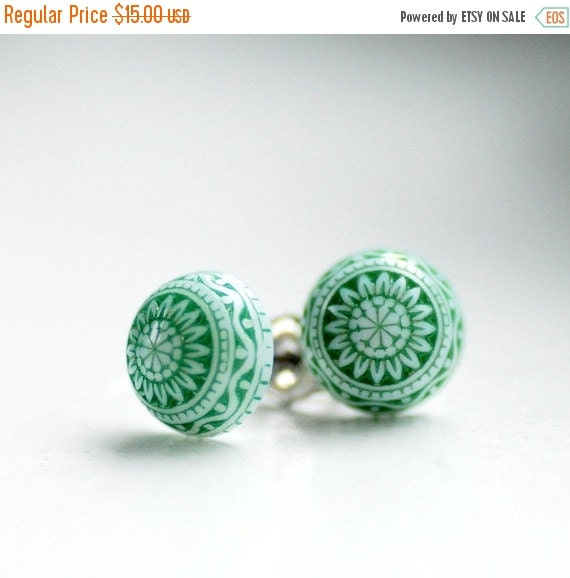 Stud Post Earrings, Pine Green and White, Vintage Lucite Earrings, Holiday Jewelry, Winter Jewelry, Simple Studs, Scandinavian Design
