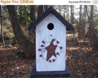 Rusty Star Circle Primitive Birdhouse White Black Songbirds