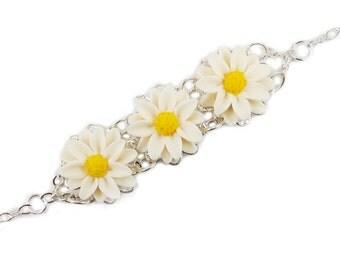 Three Daisy Vintage Style Bracelet - Trio Daisy Jewelry, Daisies Filigree Bracelet