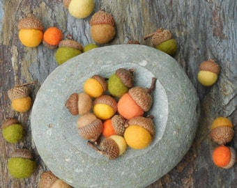 50 felted acorns /Autumn Colors / mixed sizes