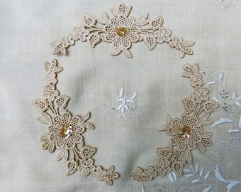 Vintage Venise Lace Flower Garland Embellishments - 3, Ecru, Lot of three Lace Appliques....Sequin & Bead Center, Floral Trim