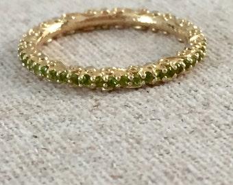 Pave swarovski crystal stack ring in gold/peridot sz 6.5