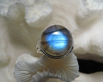 Beautiful Labradorite Ring Size 8