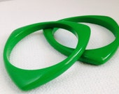 2 Green Mod Vintage Green Triangle Plastic Bangle Bracelets Costume Jewelry