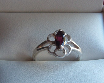 Ring, Garnet Ring, Garnet and Sterling Ring, Flower Garnet Ring, Sterling Silver Ring, 925 Ring, 925 Silver Ring and Garnet