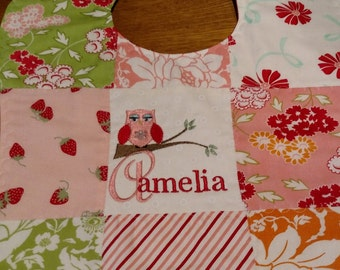 Personalized and embroidered baby bib, patchwork, quilted, owl and name, peach and red, new baby gift