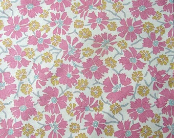 1 Yard of Vintage Pink Fringed Flowers w Pale Gold and Blue Pattern Cotton Fabric, Trip Around the World, Quilts, Sewing, Creative Use