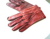 classy vintage 80s rust brown genuine kid , short, handstitched gloves. Made in Italy. Size 7 1/2
