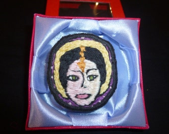 Brooch Embroidered Lady (593)