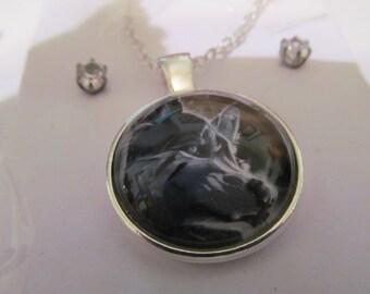 wolf pendant necklace plus