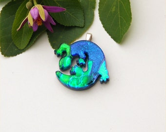 Fused dichroic glass pendant, lizard, green blue