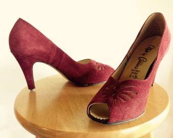 Vintage 70s 1970s Does 40s Peep Toe Scalloped Burgundy Suede Disco Heels Pumps Court Shoes 8.5