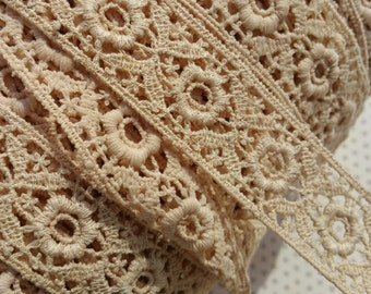 "Vintage Beige Cluny Lace Trim - Floral Galloon Style Crochet Torchon - 1 1/8"""