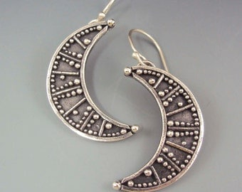 Vetluna Earrings- Crescent Moon Earrings