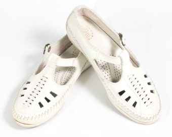 VTG 80's Cream Leather T Strap Mary Janes size 6 1/2 Womens Sandals Moccasin Flats Button Up Strap Cut Out Woven Oxfords White Moccasins