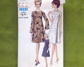 1960s Vintage Vogue Dress Pattern Mod A-Line Dress with Bell Sleeves  / Vogue 7139 / Size 14 Bust 34