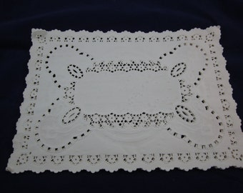 """Forty-One (41) Gay Nineties Paper Lace Placemats 10""""x14"""" Unused Arts & Crafts Scrapbooking Entertaining"""